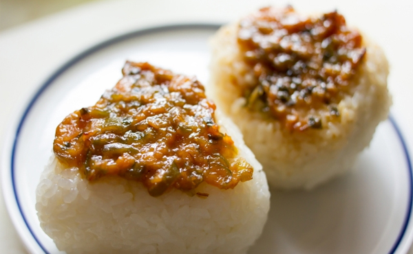 <span>無添加 玄米・麦あわせ味噌</span>阿蘇限定大豆・無農薬玄米&麦・天日塩を使った感動の深い味